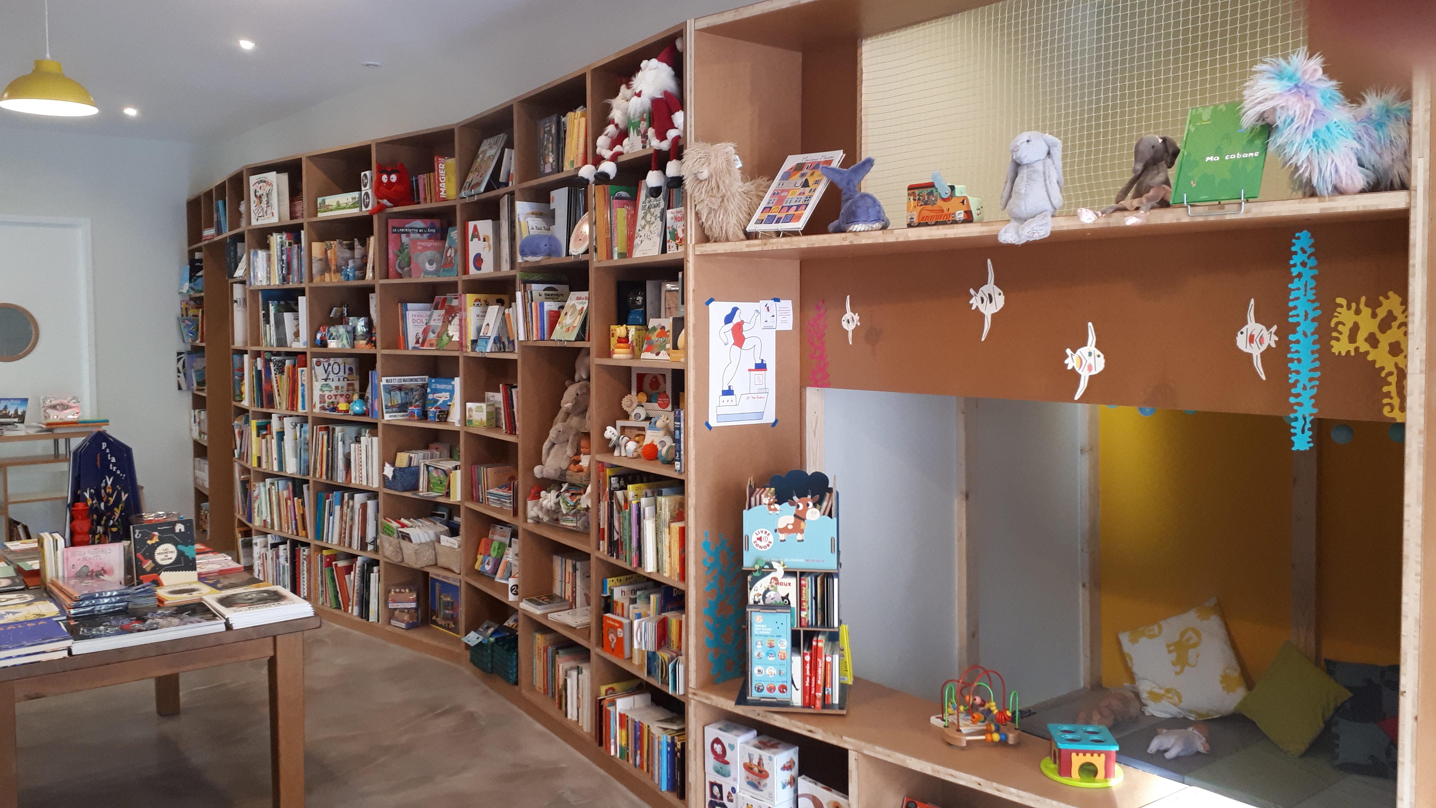 Librairie Le Poisson Lune Univers Jeunesse Cafe Ateliers
